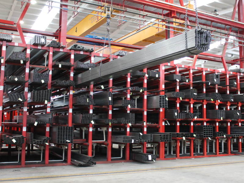 Long profile storage system for steel
