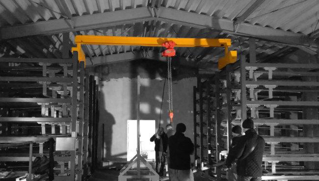 Crane on the storage blocks